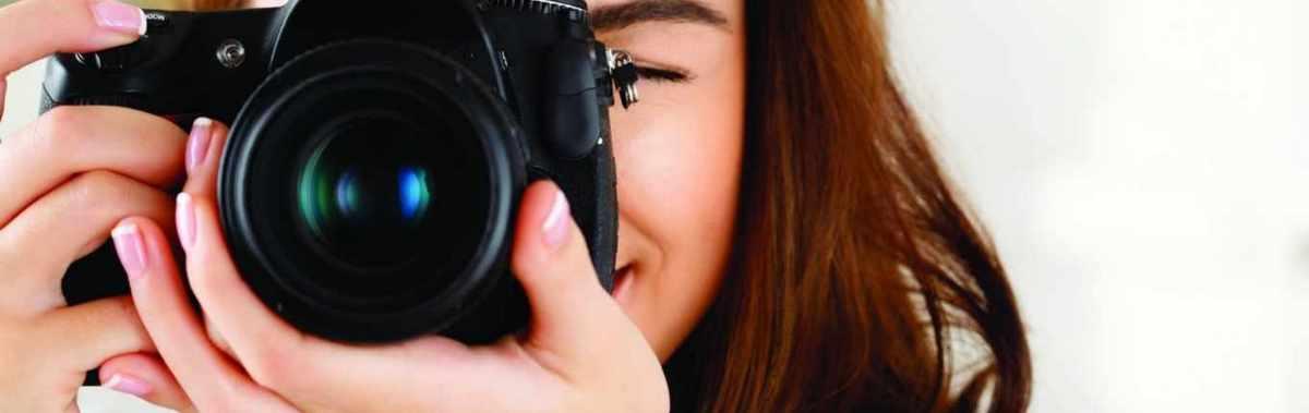 Подарочный сертификат Семейная фотосессия, 1 часНовый год<br>Устройте семейную фотосессию и разнообразьте свой фотоальбом удивительными снимками, которые будут вас радовать долгое время.<br><br>Номинал: None<br>Тип подарка: Электронный<br>Город (для эмоций): Санкт-Петербург<br>Как воспользоваться?: &lt;ul class=circleListBig&gt;<br>Что будет происходить?: &lt;p&gt;<br>Количество участников: 4 и более<br>Сезонность: Круглый год<br>Продолжительность: До 3 часов<br>Где проходит?: В помещении<br>Вид эмоций: Мастер-классы, Семья, Хобби<br>Для кого: Семье<br>Повод: На Новый год, На 8 марта, На Годовщину, На День Рождения, На День Святого Валентина, На 23 февраля