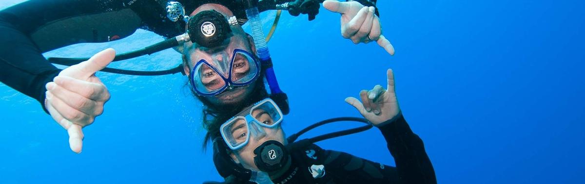 Подарочный сертификат Полный базовый курс обучения плаванию с аквалангомДень рождения<br>У вас есть шанс пройти полный курс обучения по погружению с аквалангом, после которого вы сможете получить сертификат PADI Open Water Diver<br><br>Номинал: None<br>Тип подарка: Электронный<br>Город (для эмоций): Санкт-Петербург<br>Как воспользоваться?: &lt;ul class=circleListBig&gt;<br>Что будет происходить?: &lt;p&gt;<br>Количество участников: 1 участник<br>Сезонность: Круглый год<br>Продолжительность: На несколько дней<br>Где проходит?: В помещении<br>Вид эмоций: Экстрим<br>Для кого: Мужчине, Девушке<br>Повод: На День Рождения