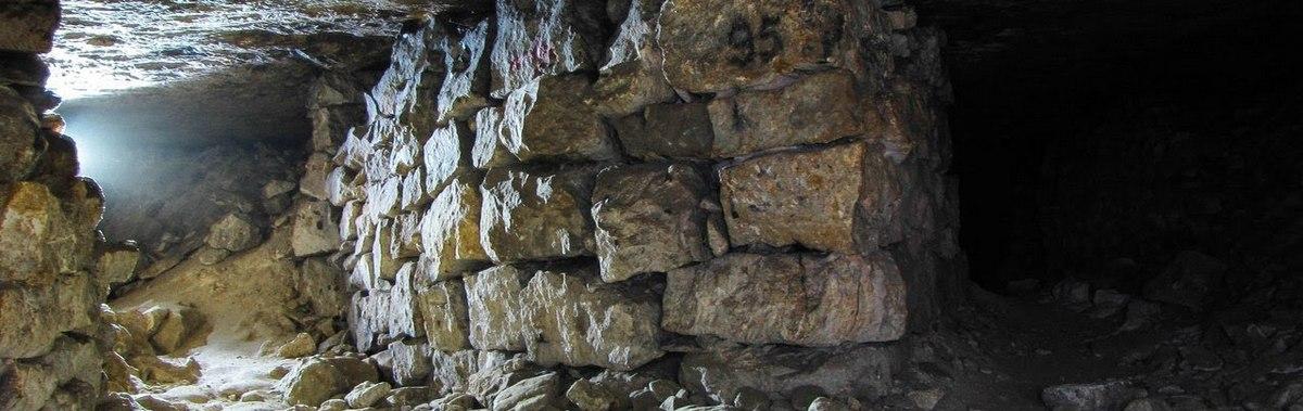 Подарочный сертификат Экскурсия в подмосковные пещерыЭкскурсии<br>Пройдитесь по московским пещерам и удивите себя их эффектной атмосферой и невероятными масштабами!<br><br>Номинал: None<br>Тип подарка: Физический<br>Город (для эмоций): None<br>Как воспользоваться?: None<br>Что будет происходить?: None<br>Количество участников: 1 участник<br>Сезонность: None<br>Продолжительность: До 6 часов<br>Где проходит?: None<br>Вид эмоций: Экскурсии<br>Для кого: None<br>Повод: None
