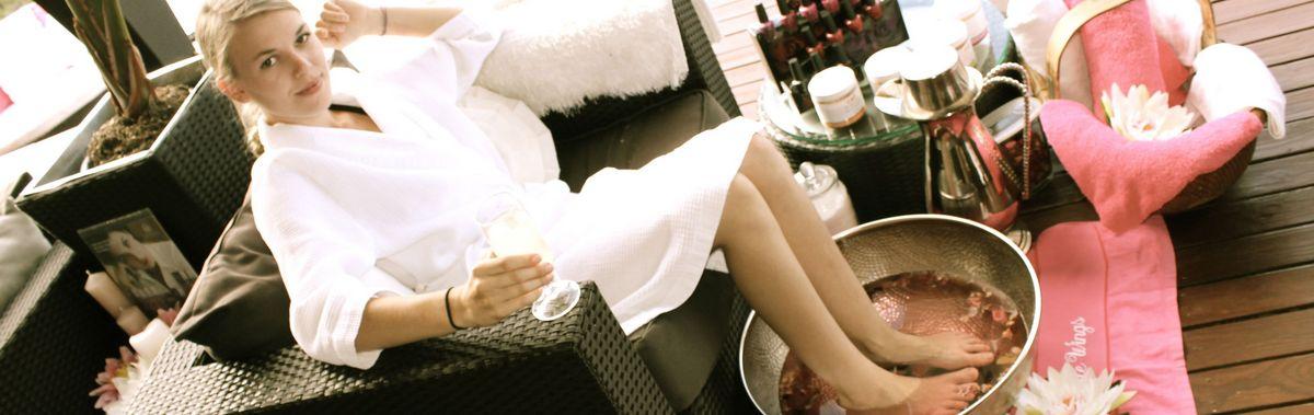 Подарочный сертификат Спа-программа«Тайский массаж головы и лица», 60 минутНовый год<br>Подарите себе целый час наслаждения, после которого ваше лицо станет свежим, а его кожа гладкой и бархатной.<br><br>Номинал: None<br>Тип подарка: Электронный<br>Город (для эмоций): Санкт-Петербург<br>Как воспользоваться?: &lt;ul class=circleListBig&gt;<br>Что будет происходить?: &lt;p&gt;<br>Количество участников: 1 участник<br>Сезонность: Круглый год<br>Продолжительность: До 3 часов<br>Где проходит?: В помещении<br>Вид эмоций: Красота и здоровье<br>Для кого: Девушке<br>Повод: На Новый год, На 8 марта, На Годовщину, На День Рождения, На День Святого Валентина